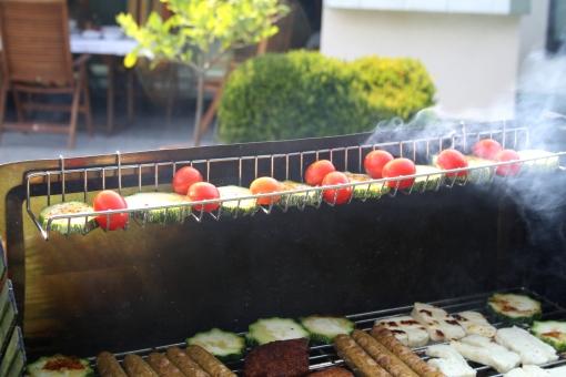 veg. Würstchen, veg. Steaks, Zucchinis, Halloumi, Tomaten